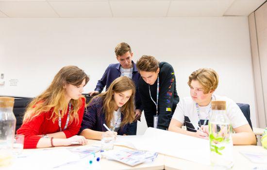 Выбор карьеры будущего для подростка: подходы и тренды