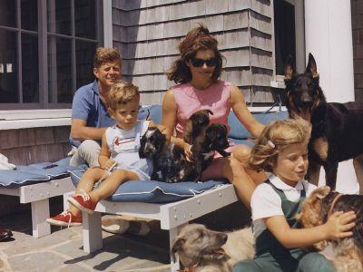 Как управляются активы семьи Кеннеди