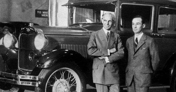 Генри Форд и его сын Эдсел Брайант Форд / Getty Images