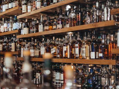 Таблетки и алкоголь спешат на выручку: их продавцы показывают самый быстрый рост в рознице